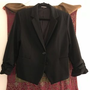 Express jacket with 3/4 length rouched sleeves